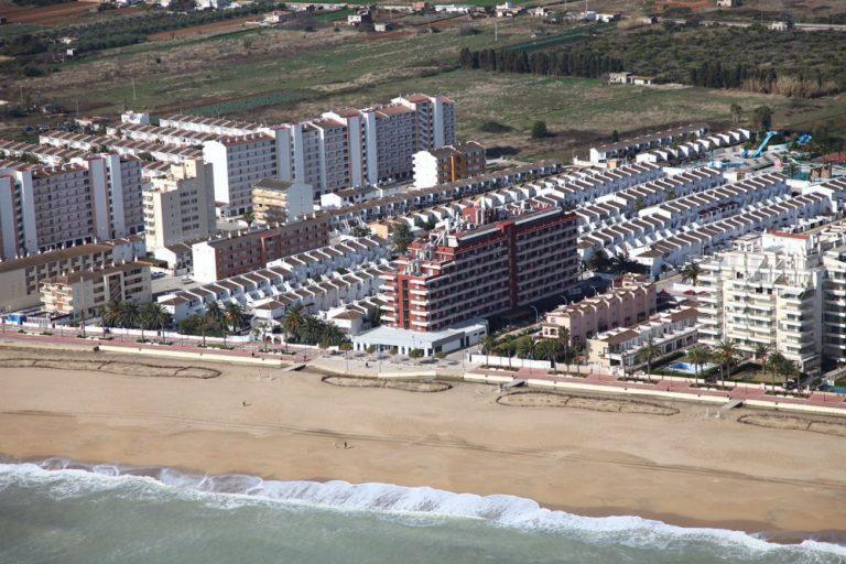 Hotel a primera línea de playa de Peñíscola - Acualandia