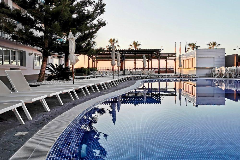 Aparthotel con piscina en Peñíscola - Acuazul