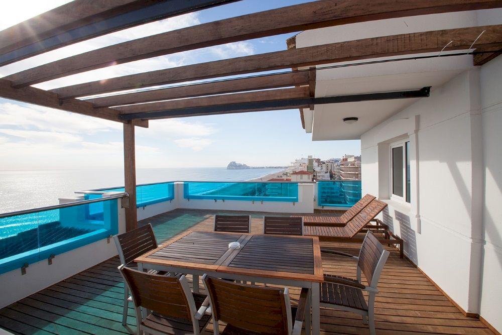 Apartamentos con terraza primera línea de playa de Peñíscola